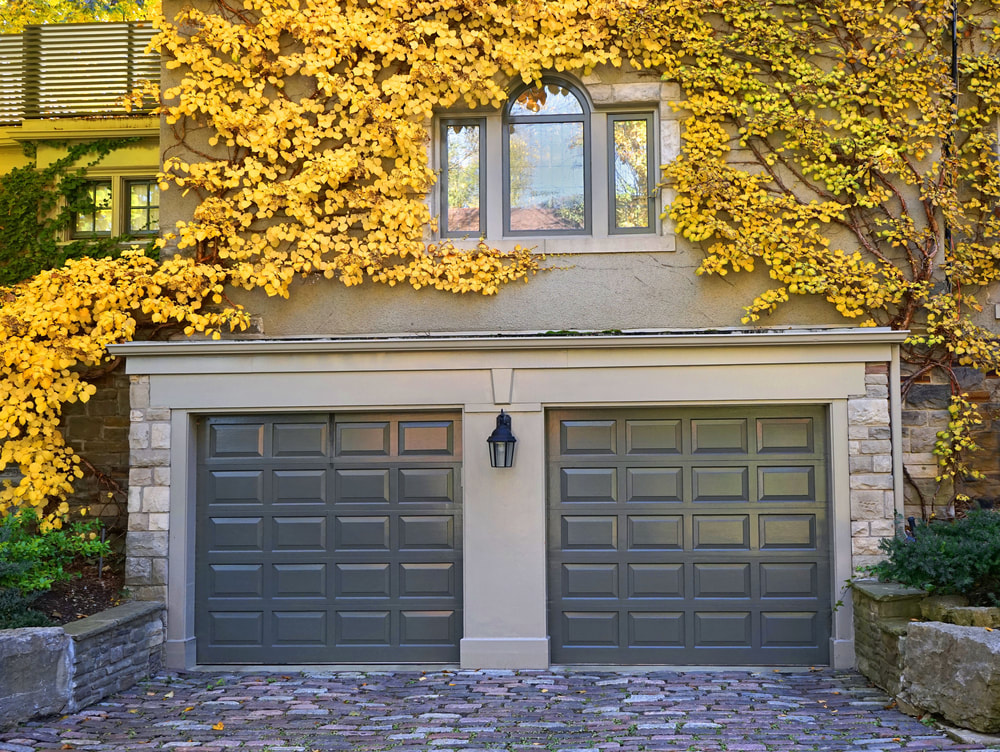 What are Pros and Cons of Detached vs. Attached Garages?